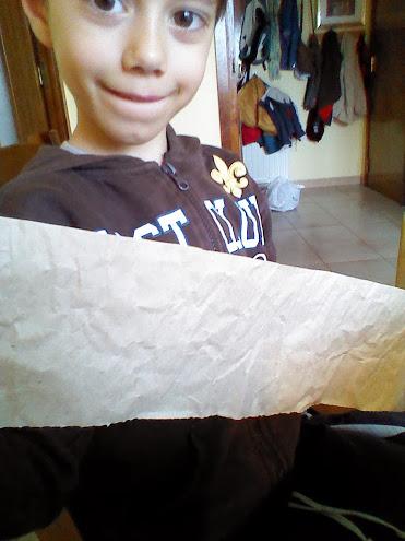 El papel de embalar arrugado nos proporciona la textura que necesitamos.
