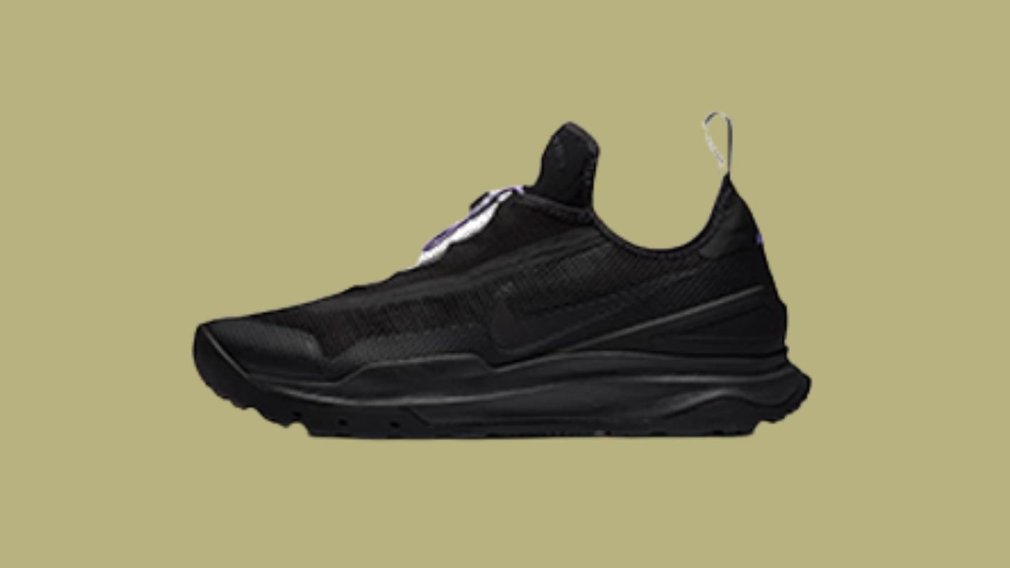 8. รองเท้าเดินป่า Nike ACG Zoom Air AO