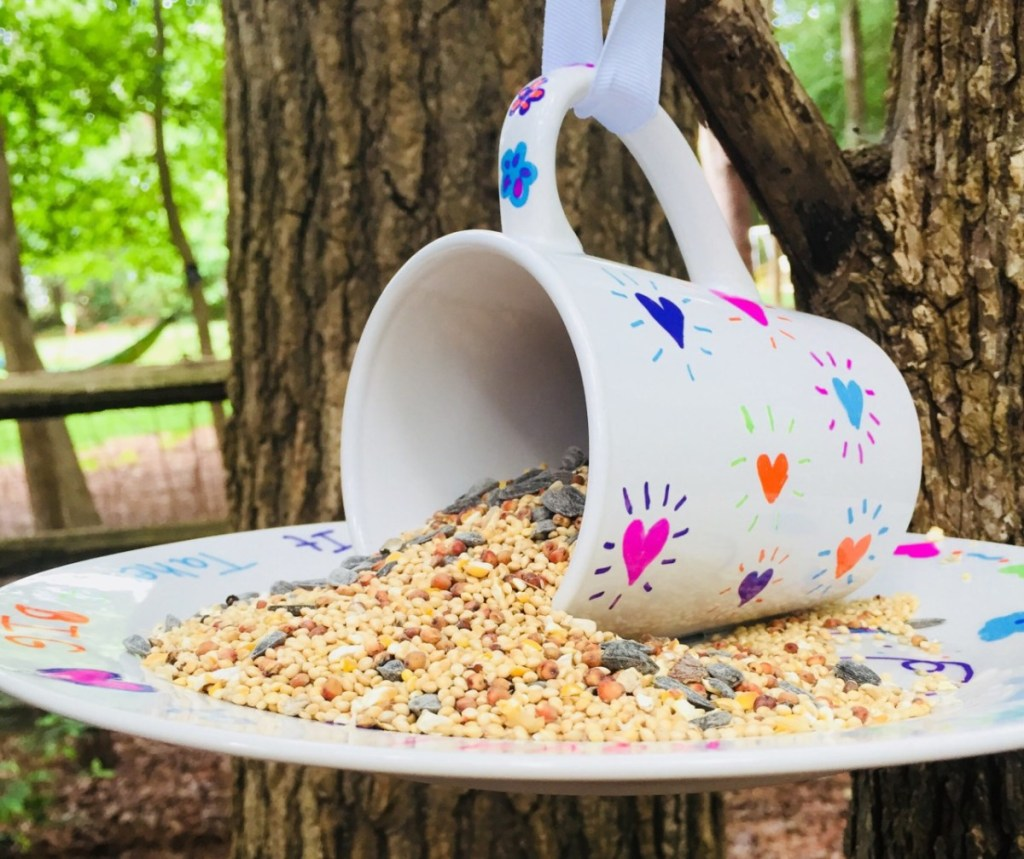 Create your own bird feeder with Glitter on a Dime. See all the Best Crafts of 2018 from more of your favorite bloggers at Halfpint Design.