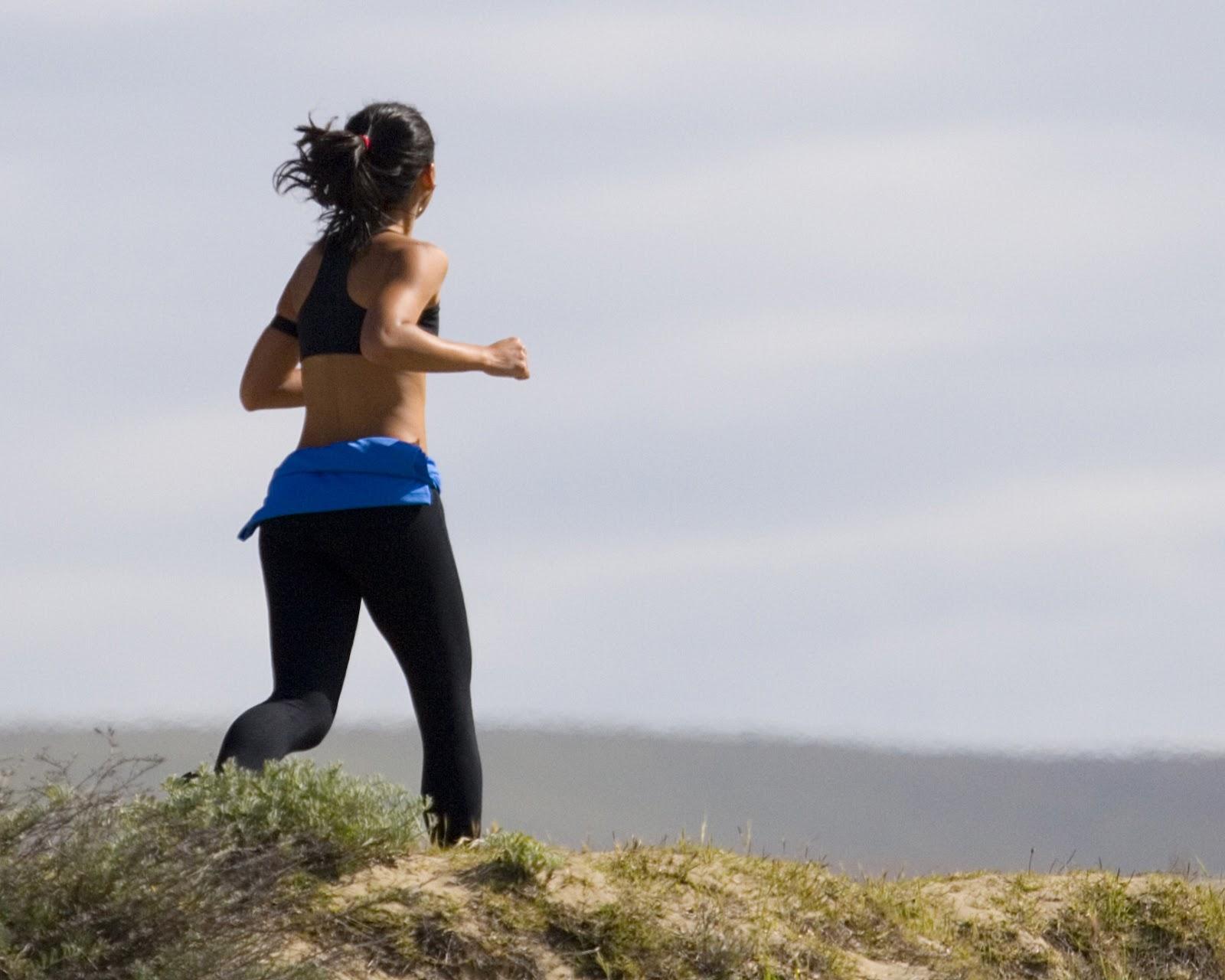 Jogging_Woman_in_Grass-3.jpg