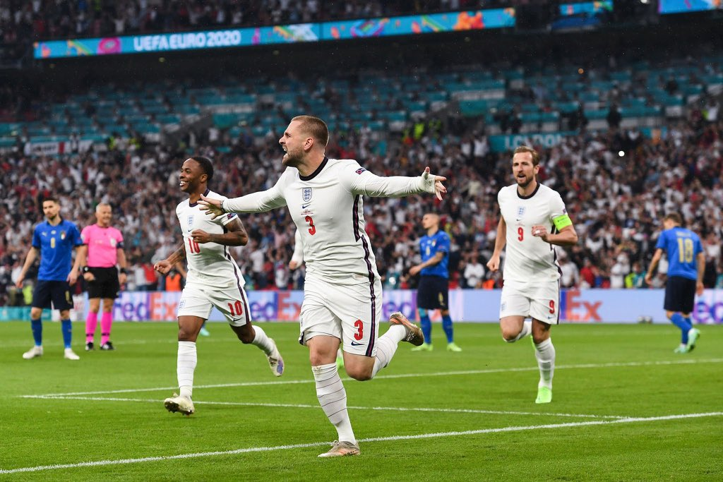 England players celebrate the goal by Luke Shaw