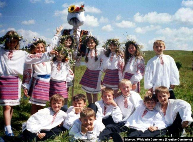 Сечасне фото. Дитячий етнографічний колектив «Веселий екіпаж» (місто Стародуб)