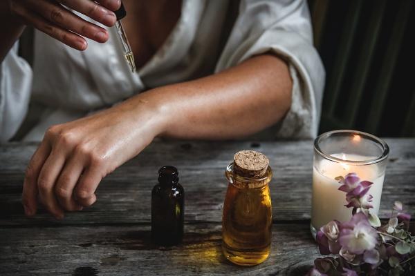 可以在自己的局部皮膚測試了解自己會不會對精油產生過敏反應
