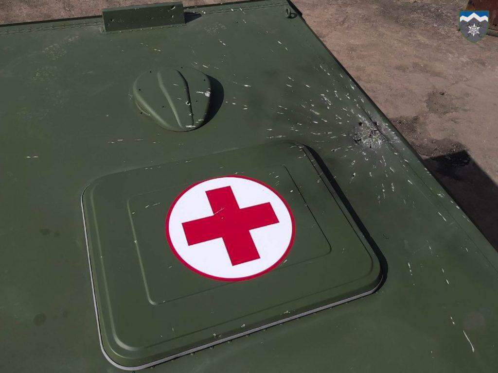 Результат обстрілу санітарного автомобілю поблизу Гнутове