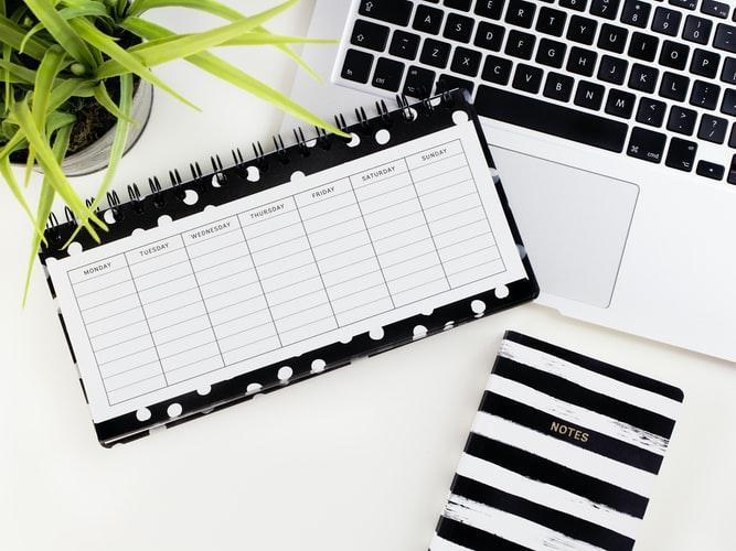 membuat daftar to do list untuk menentukan prioritas