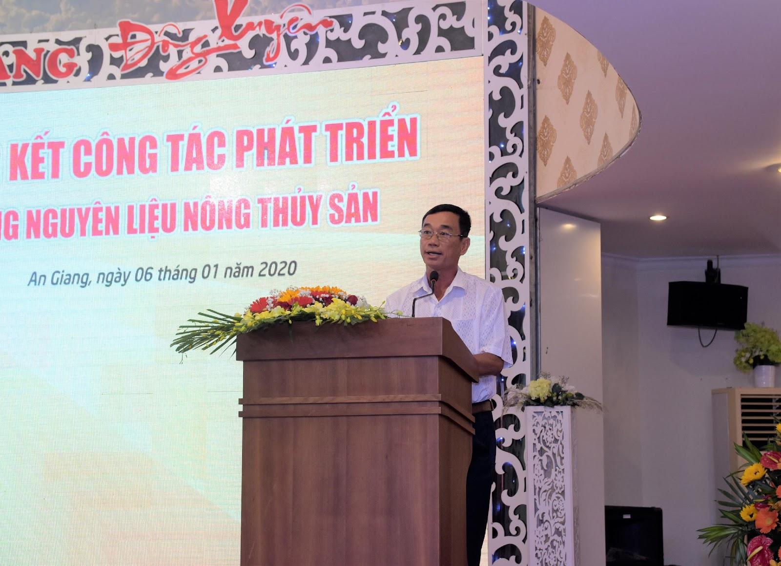 1. Ông Khưu Đức Hùng - Hộ nuôi cá ở Long Xuyên, Dù giá cá tra xuống thấp nhưng các hộ dân tham gia mô hình nuôi liên kết với Sao Mai vẫn có lãi ổn định