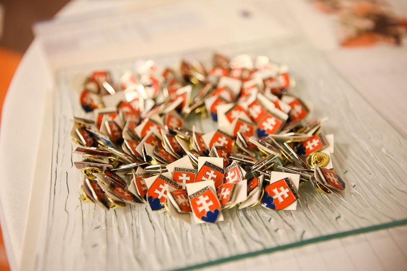 Konferencia Politika ako poslanie, odznaky
