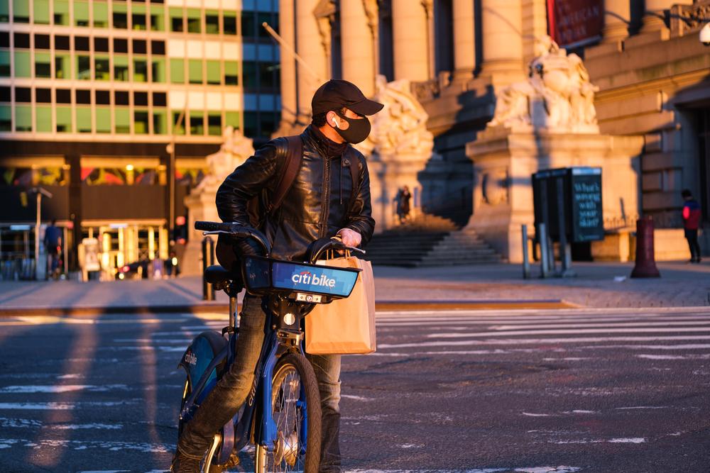 A cidade de Nova York foi uma das que mais incentivou o bike boom decorrente da pandemia de corovanírus. (Fonte: Shutterstock)
