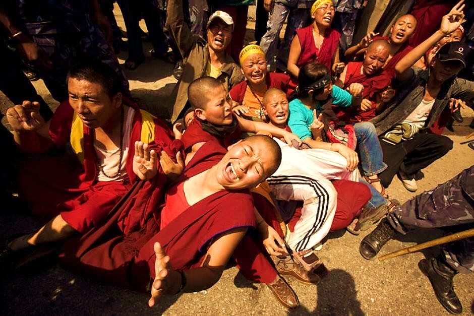 Image result for hình ảnh về cuộc biểu tình của tây tạng chống trung quốc