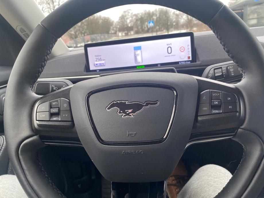 Et bilde som inneholder bil, kontrollpanel, girkasse, transport  Automatisk generert beskrivelse