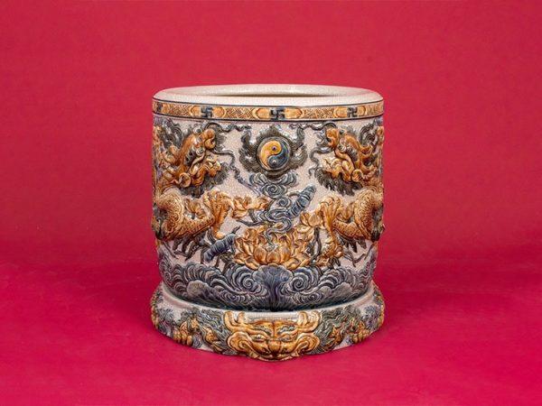 Ceramic Incense Bowl from Bat Trang. Photo credit: cuahanggomsu.com