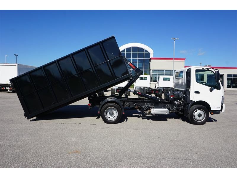 Hino 195 with bin at Somerville Hino in North York