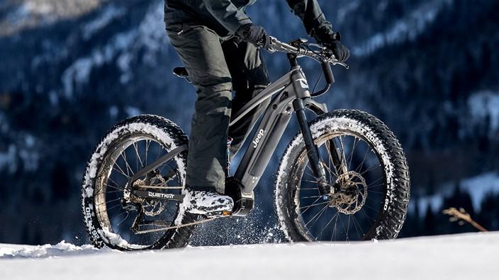 E-bike da Jeep promete oferecer bom desempenho em qualquer tipo de terreno. (Fonte: Jeep/QuietKat)