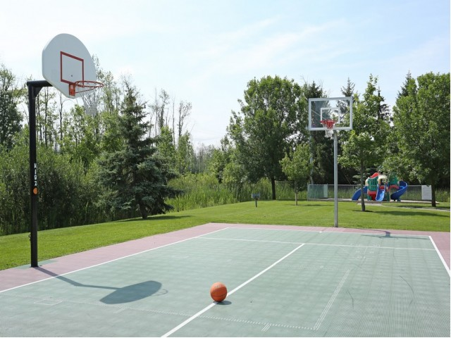 Outdoor basketball court at Windsong Place apartmens in WNY.