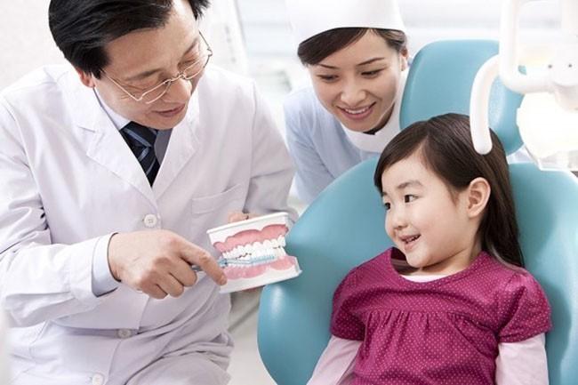 Có nên lấy cao răng cho trẻ như người lớn? - Nha khoa Bally 1