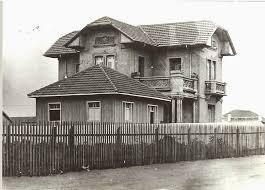 Uma imagem contendo ao ar livre, edifício, casa, chão  Descrição gerada automaticamente