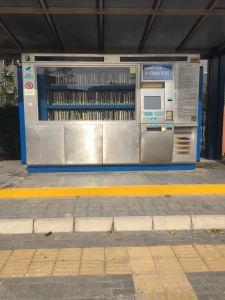 entre les distributeurs de canettes de coca, il est possible de trouver des distributeurs de livres H-24h en Chine.