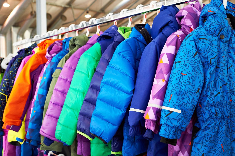 Variedad de anoraks infantiles para ir a la nieve