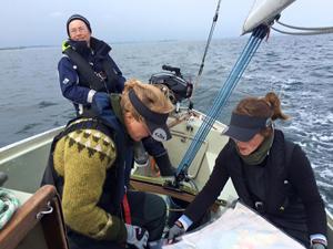 http://www.kvindelig-sejlklub.dk/~/media/Foundry/Sites/kvindelig-sejlklub/2015_fotos/taet%20navigation%20i%20boegestroemmen_300px.ashx