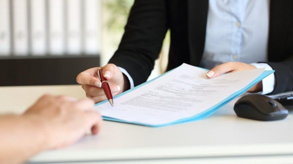 Kí hợp đồng cam kết bồi thường thiệt hại nếu xảy ra lỗi in ấn