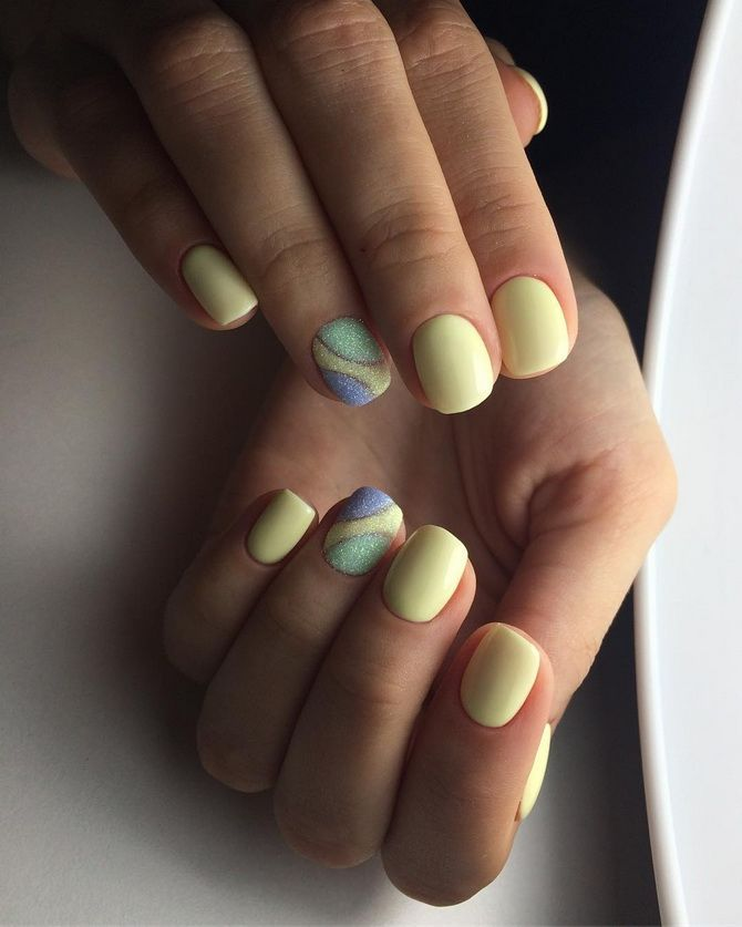 short manicure Pastel colors