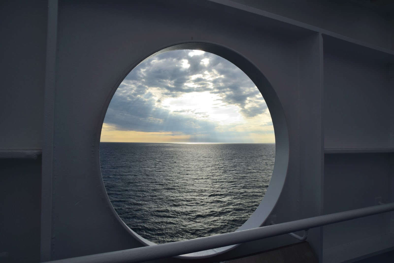 "(<img alt=""view from the ferry to France"">)"