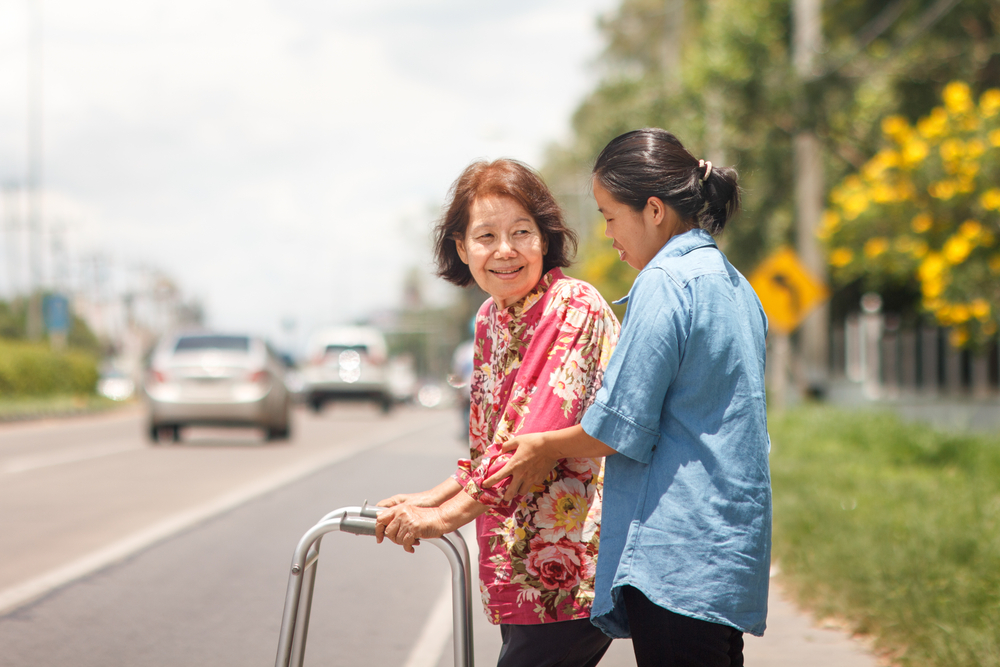 Para reduzir acidentes de trânsito, vias precisam ser mais amigáveis a pedestres e ciclistas. (Fonte: Shutterstock)