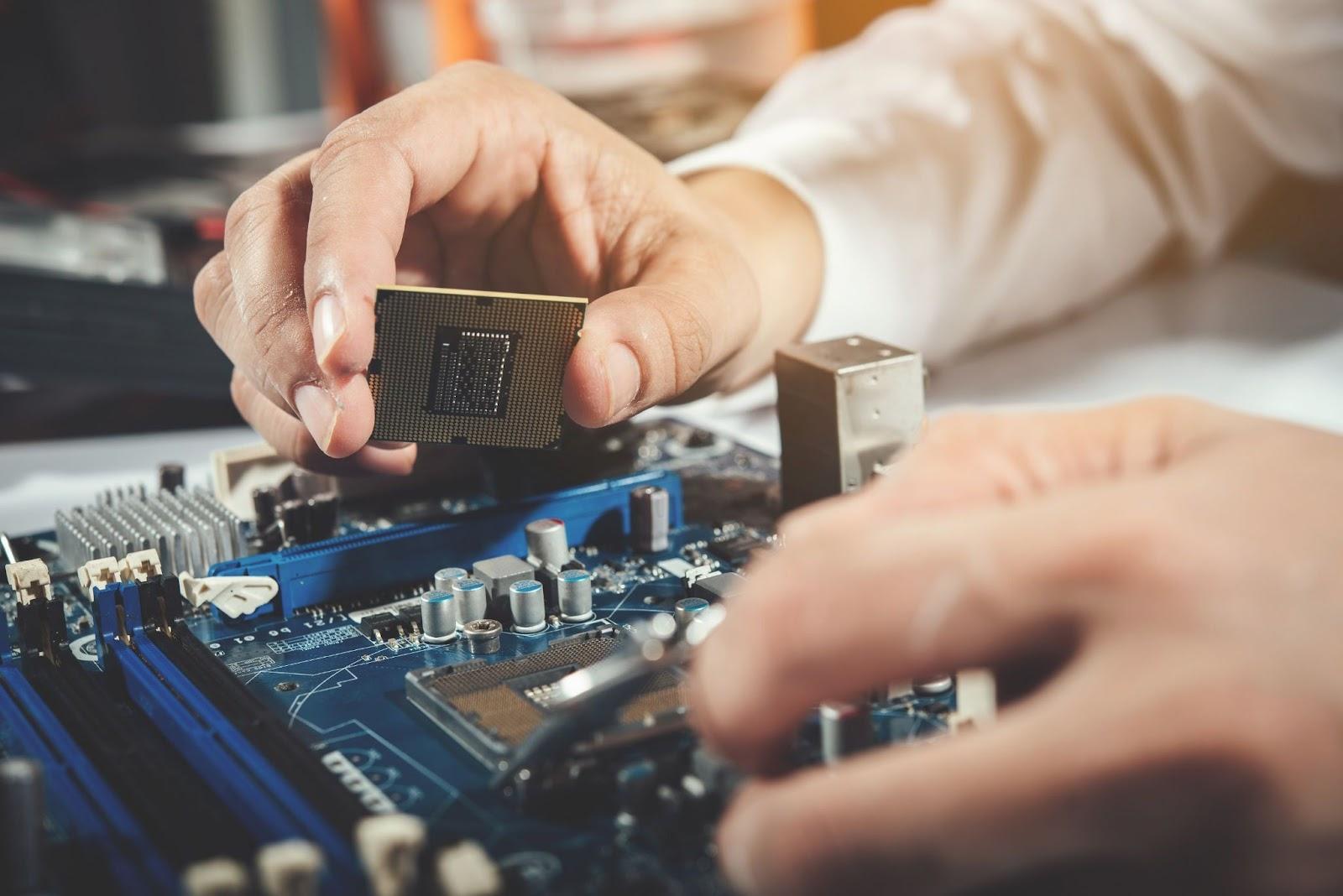"""Computer Repair Jobs Near Me"" - What Do Computer Technicians Do?"
