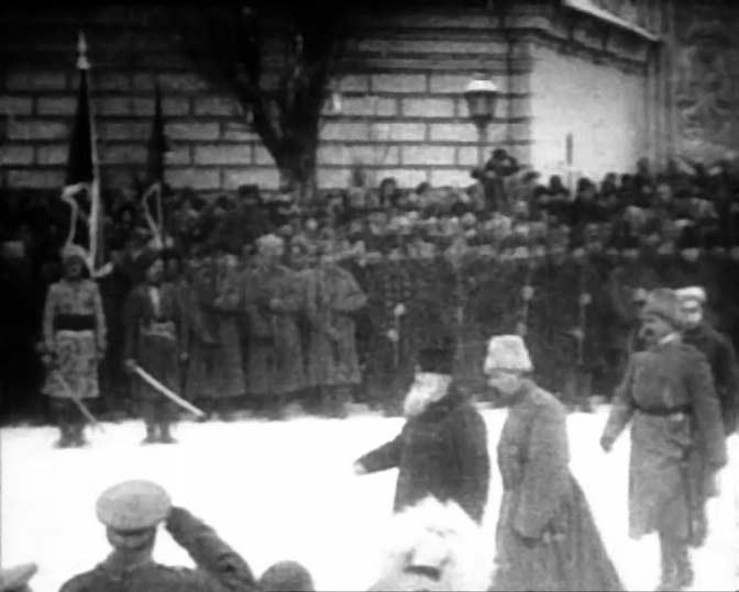 Парад Вільного козацтва на Софійській площі. 17 грудня 1917 р. Кадр кінохроніки