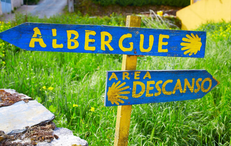 Señal albergue Camino Santiago