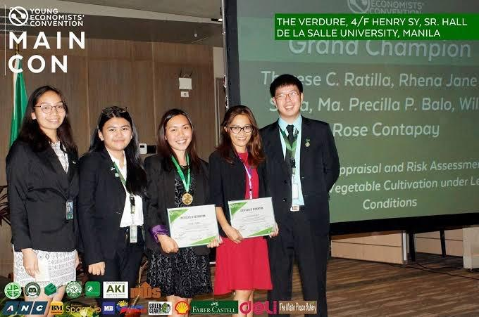 BSEcon students receiving their certificates upon being champions in the Young Economists' Convention student research competition, Rhena Jane Soria and Therese C. Ratilla