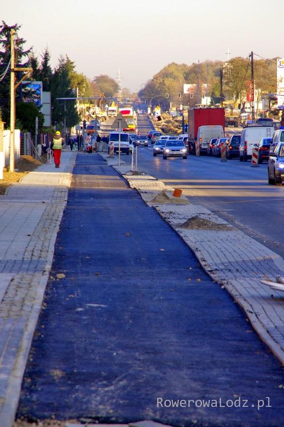 Falująca nawierzchnia drogi dla rowerów w ul. Inflanckiej to nie jedyne niedociągnięcia tej budowy