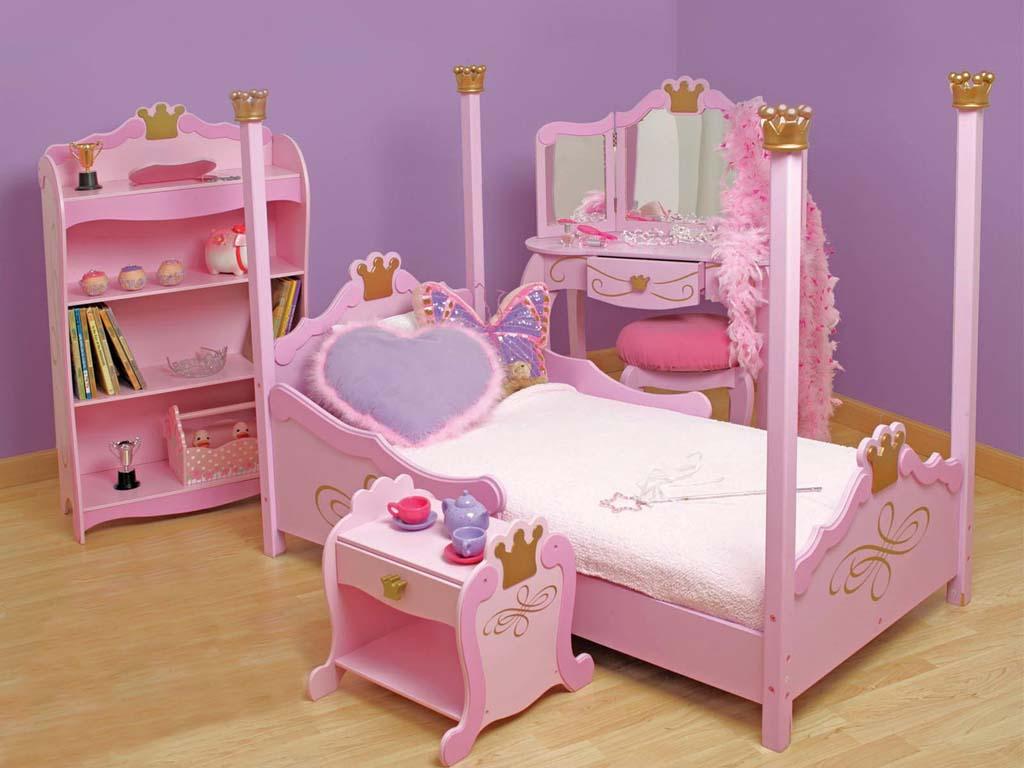 Mẫu thiết kế giường ngủ với phong cách hoàng gia dành cho bé gái.