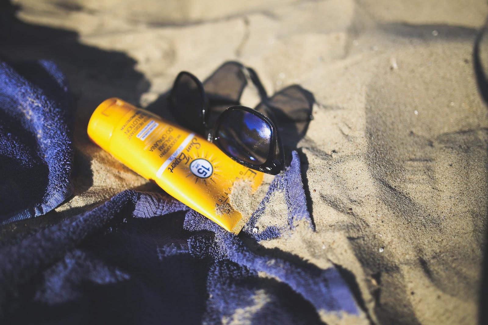 krem z filtrem na plaży - jaki krem z filtrem dla maluszka