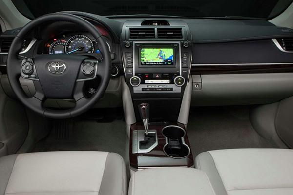 Toyota-Camry-2012-dashboard