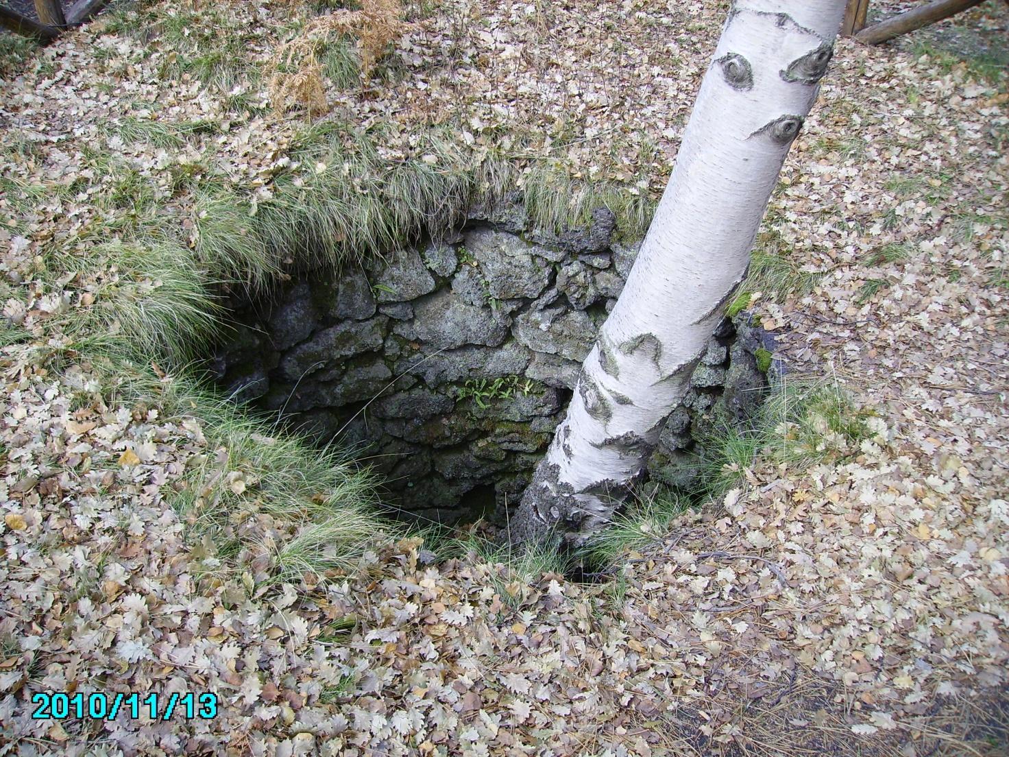 F:\FOTO\Foto elettroniche di Pietro\2010.11.13.14. Etna, Grotta dei Ladroni..JPG