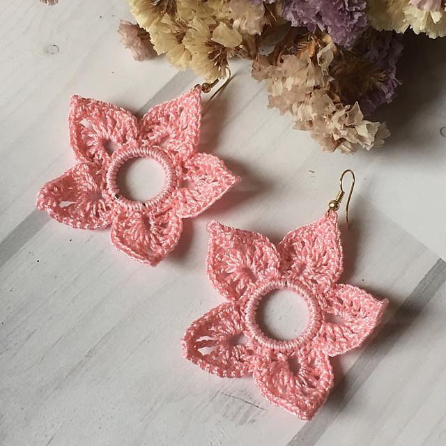 crochet Christmas gift idea - earrings