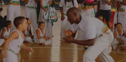 Capoeira na escola. Foto: reprodução