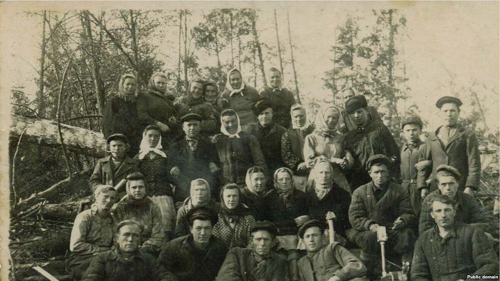 Бригада спецпоселенців кримських татар на лісоповалі. Марійська АРСР, ділянка 52, 1950 рік