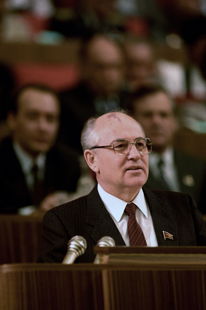 Gorbachev addressing members of the Soviet government.