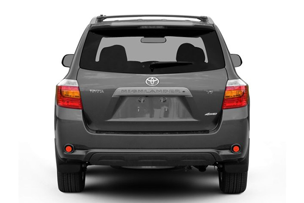 rear-end-of-the-Toyota-highlander-2008