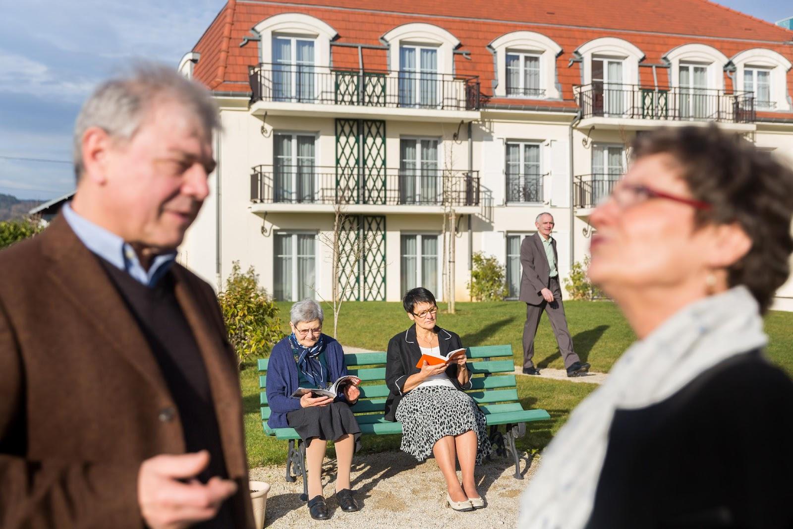 Appartement en résidence senior, moment bien-être, lecture et détente
