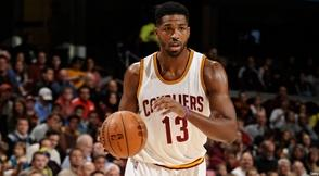 Thompson y LeBron conducen a Cavaliers