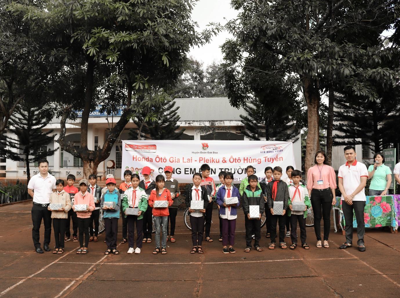 Honda ô tô Gia Lai - Pleiku chia sẻ yêu thương cùng các em học sinh khó khăn trên địa bàn - Ảnh 4