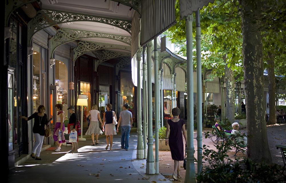 Vichy centre-ville commerces arcade