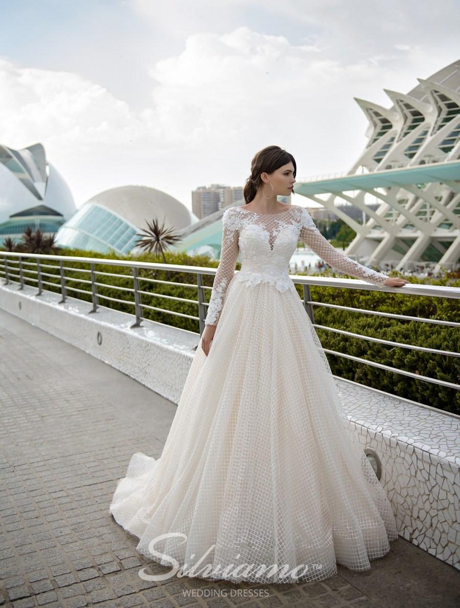 Модные свадебные наряды от произвобителя