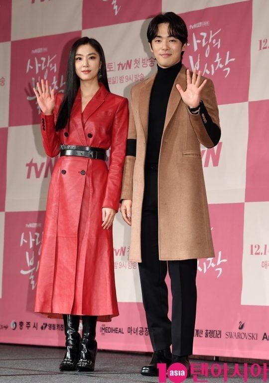 Seo Ji Hye & Kim Jung Hyun 'Crash Landing on You' Dirumorkan Berkencan, Ini Respon Agensi! | Tenasia