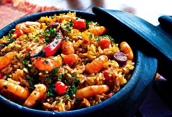 大隻的白蝦,是做海鮮燉飯的最佳夥伴,因為大隻的白蝦才能提供足夠的香氣及甜味讓米粒吸附喔!此外,脆彈的蝦身更讓整鍋燉飯的口感更加有層次了。