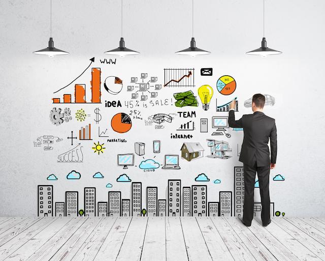 Nhân viên tại digital marketing sẽ nghiên cứu thị trường kỹ lưỡng