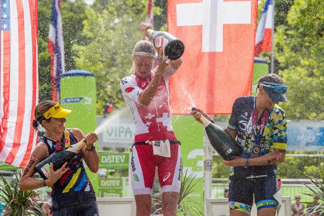 Challenge Roth podium kobiet.jpg